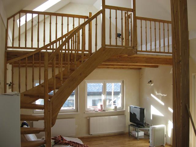 Lesene stopnice z galerijo