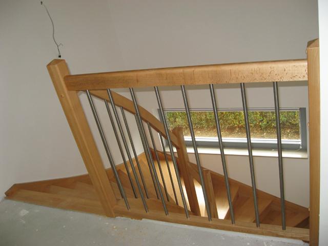 Lesene stopnice z inox palicami