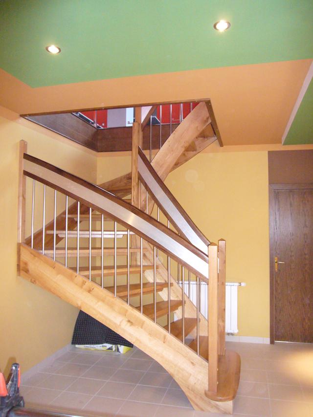 Lesene stopnice z modernim oprijemom