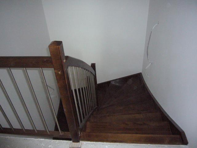 Lesene barvane stopnice