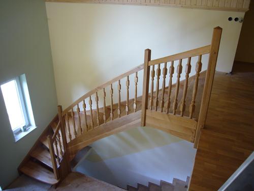 Lesena ograja na stopnicah