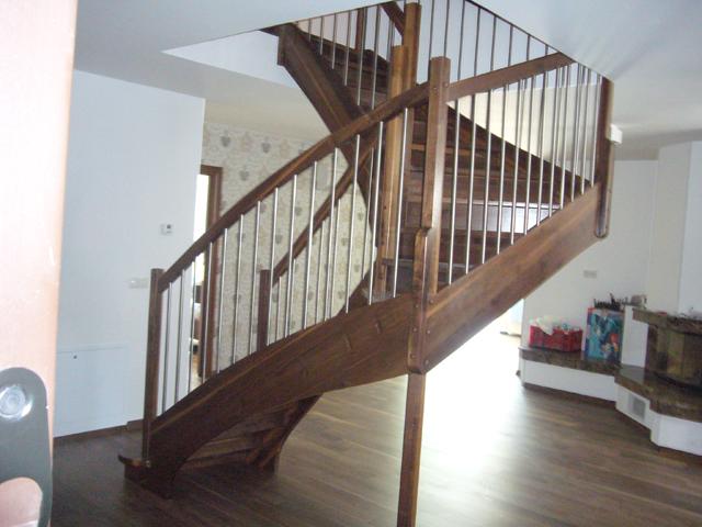 Lesene stopnice iz oreha